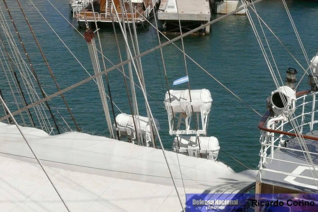La Fragata Libertad en el puerto de Barcelona. P1170722