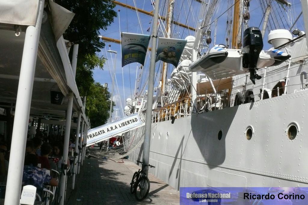 La Fragata Libertad en el puerto de Barcelona. P1170723