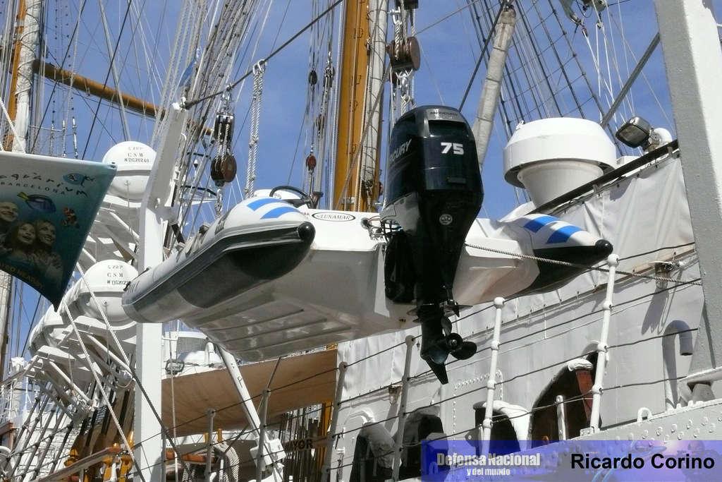 La Fragata Libertad en el puerto de Barcelona. P1170725
