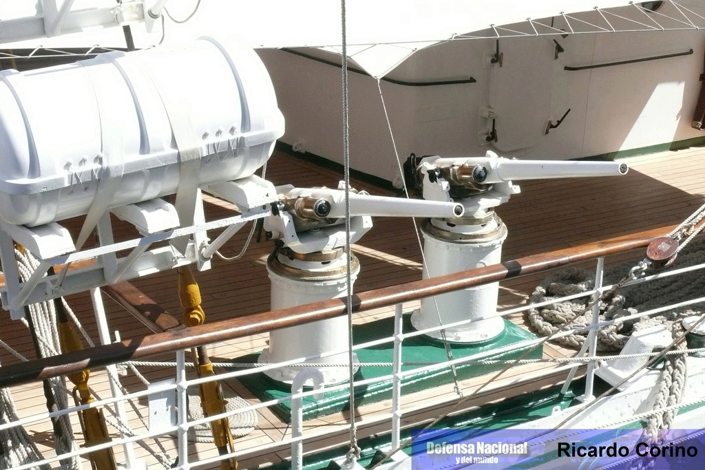 La Fragata Libertad en el puerto de Barcelona. P1170727