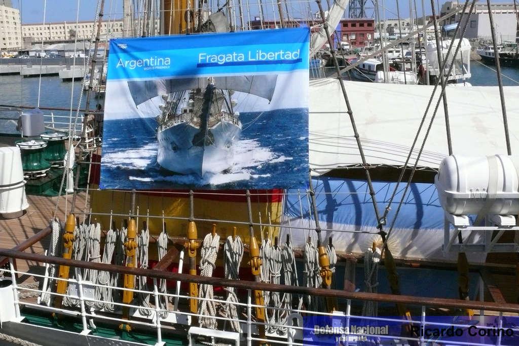 La Fragata Libertad en el puerto de Barcelona. P1170733