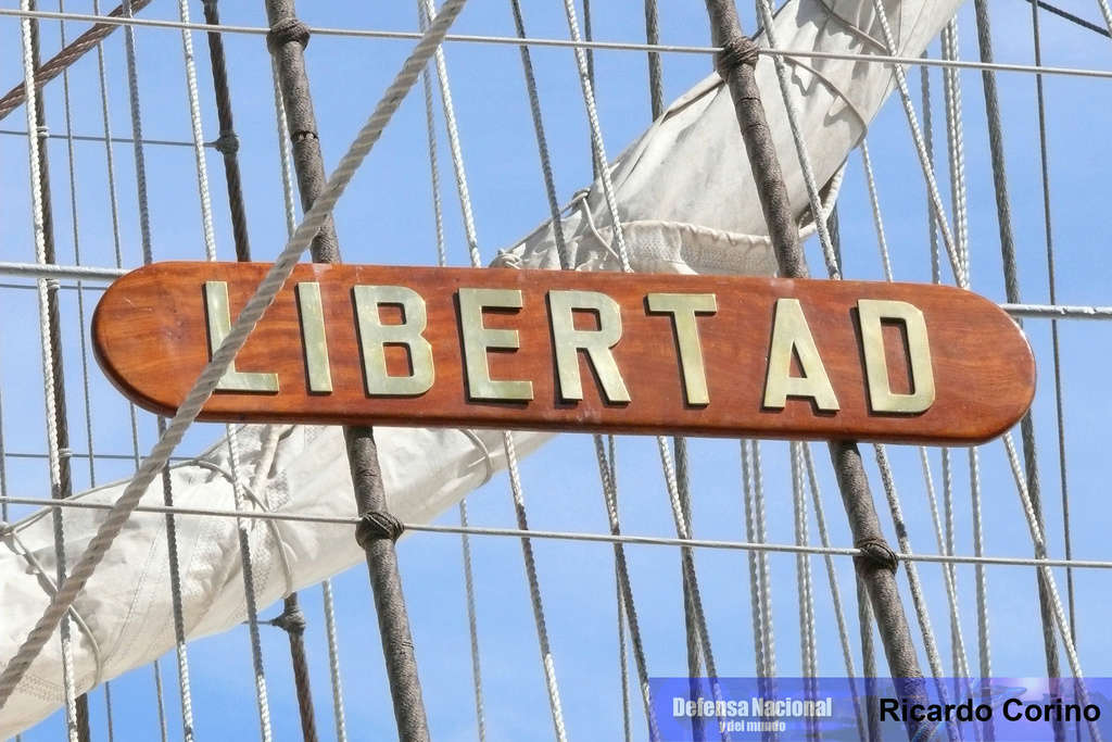 La Fragata Libertad en el puerto de Barcelona. P1170734