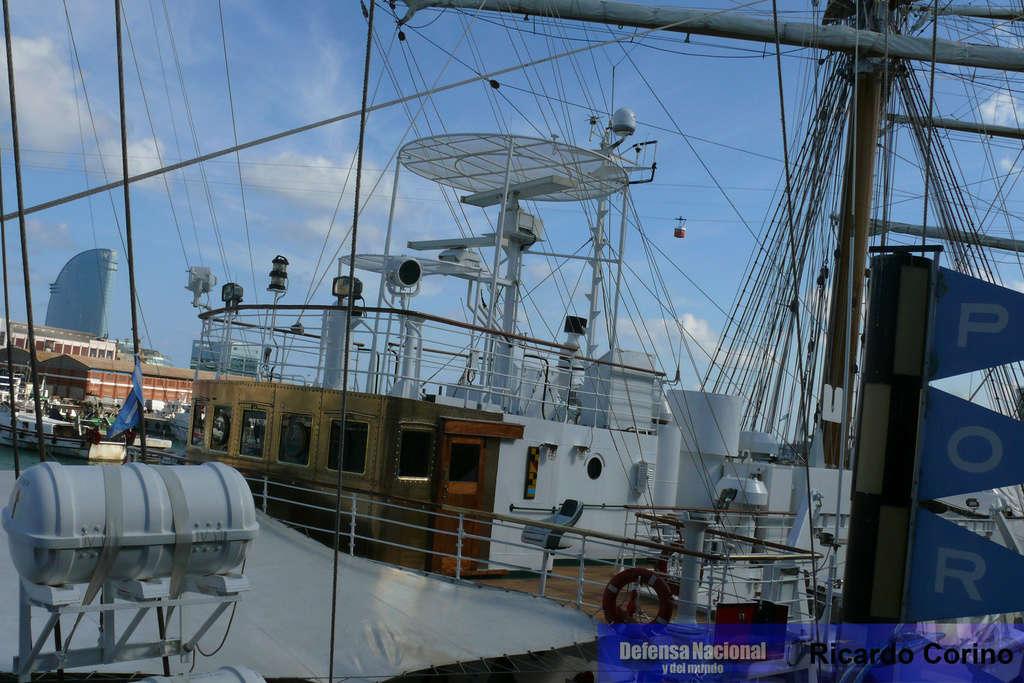 La Fragata Libertad en el puerto de Barcelona. P1170834