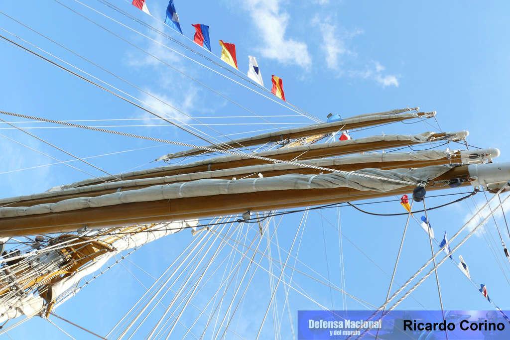 La Fragata Libertad en el puerto de Barcelona. P1170849