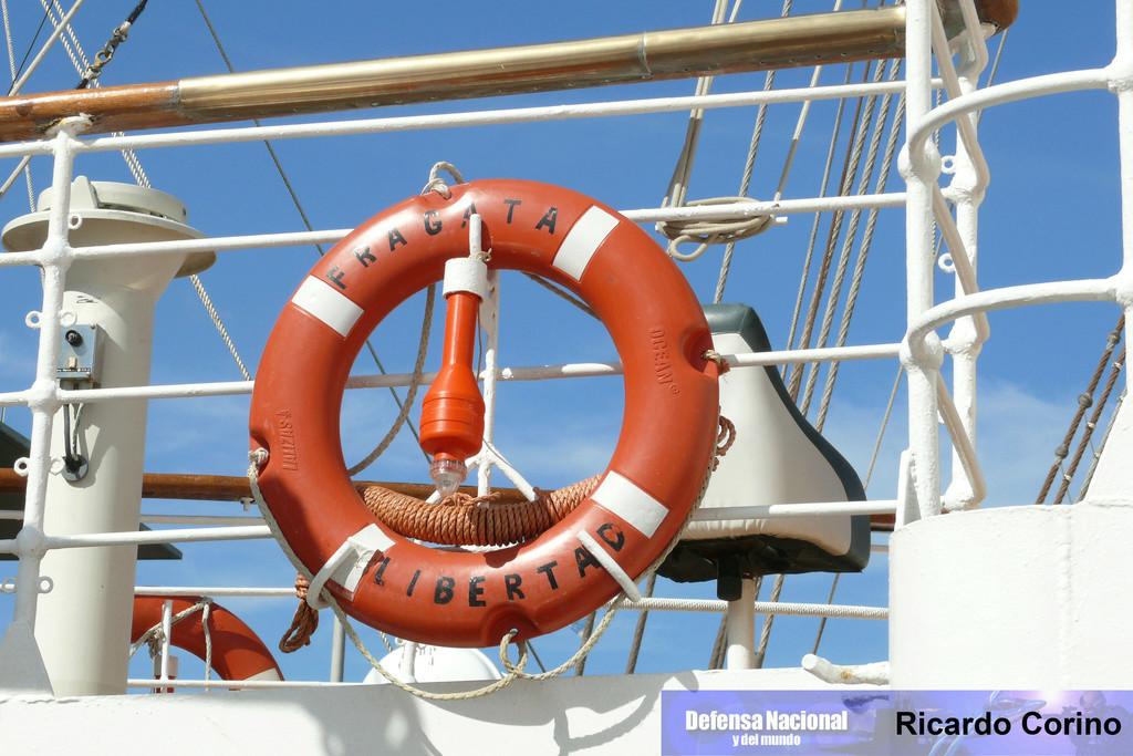 La Fragata Libertad en el puerto de Barcelona. P1170853