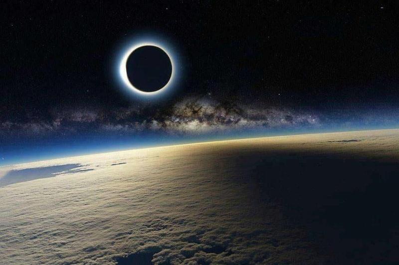 Eclipse parcial de Luna 20767710
