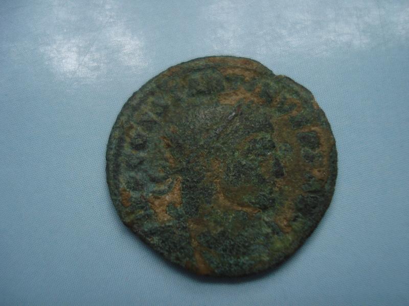 Nummus de Constantino I. SOLI INVICTO COMITI. Arlés  Dsc01231