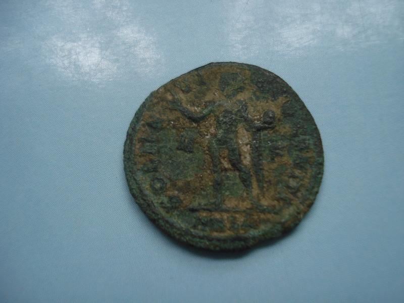 Nummus de Constantino I. SOLI INVICTO COMITI. Arlés  Dsc01232