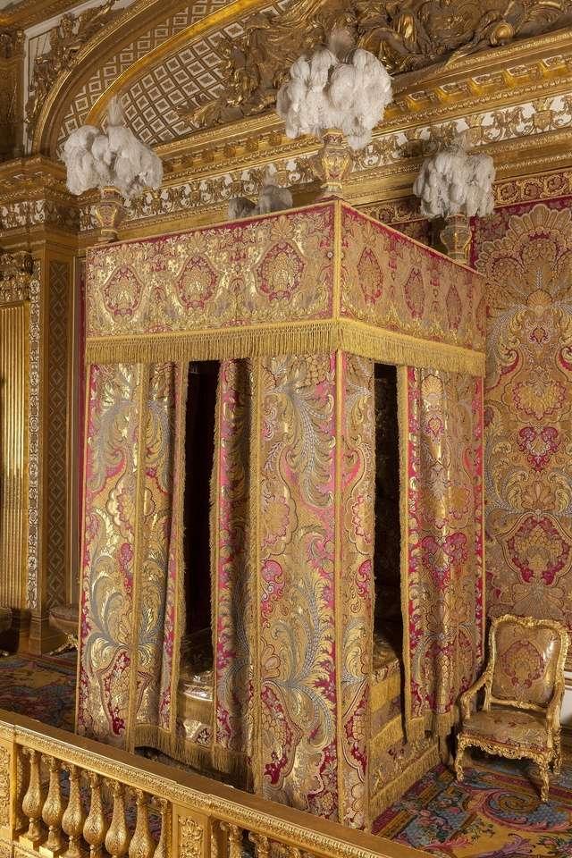 Lits historiques du XVe au XVIIIe s. usages, formes & décors Lit_ro11