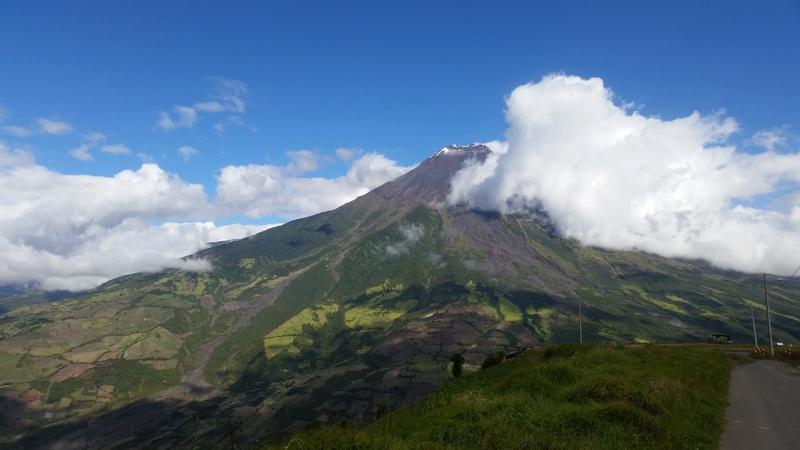Dos de la X con accesorios hand made y mi montaña favorita (un volcán) 20170713