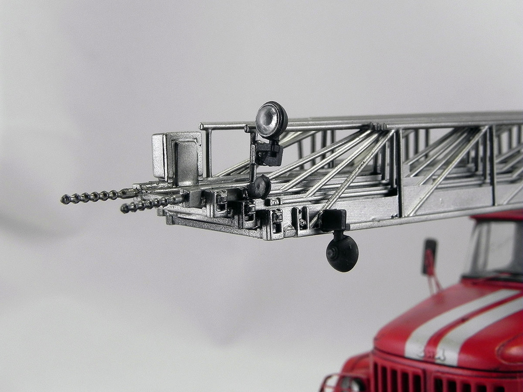 Пожарная автолестница АЛ-30 (131) 1:43 AVD 10710