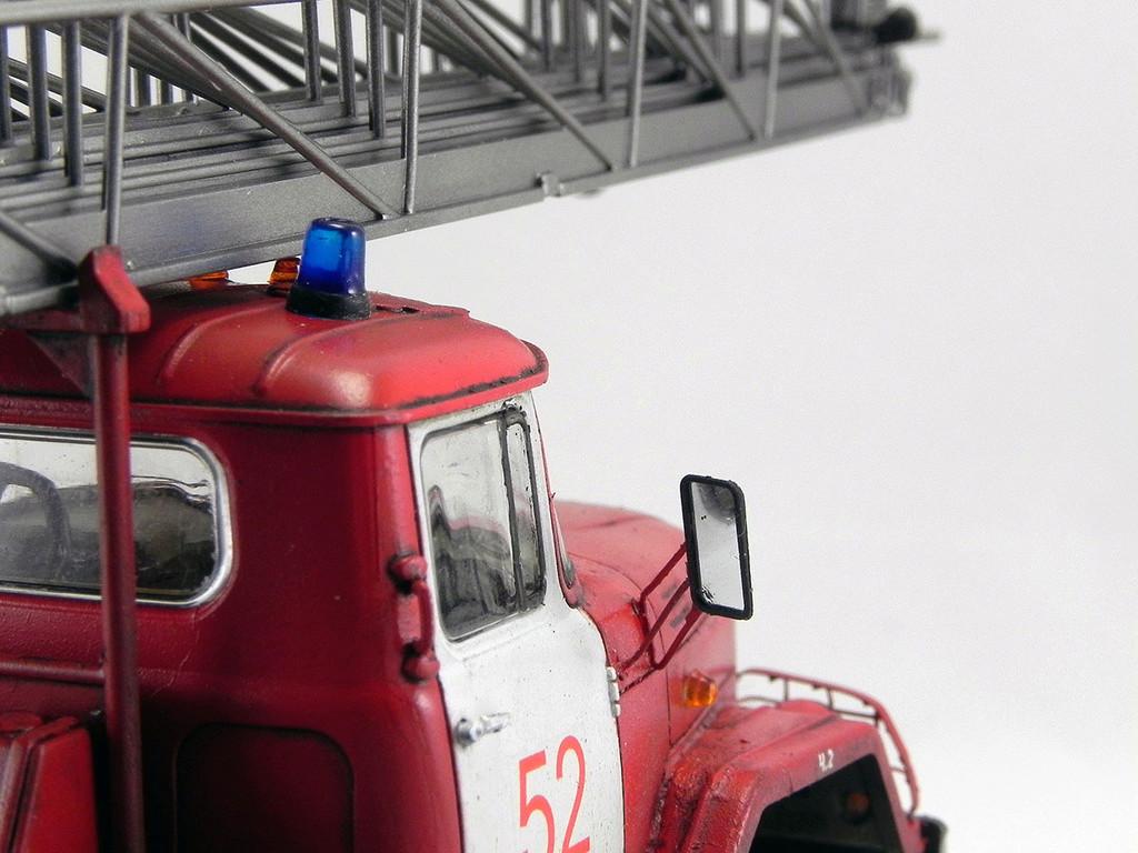 Пожарная автолестница АЛ-30 (131) 1:43 AVD 11010