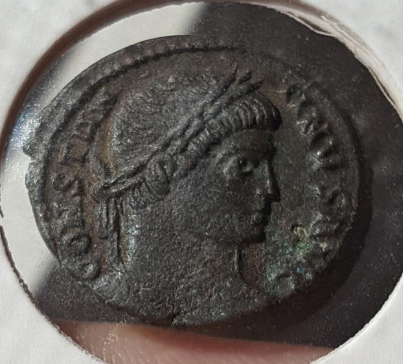 AE3 irregular Constantino I. CAESARVM NOSTRORM - VOT · X. Ceca Ticinium. Whatsa10