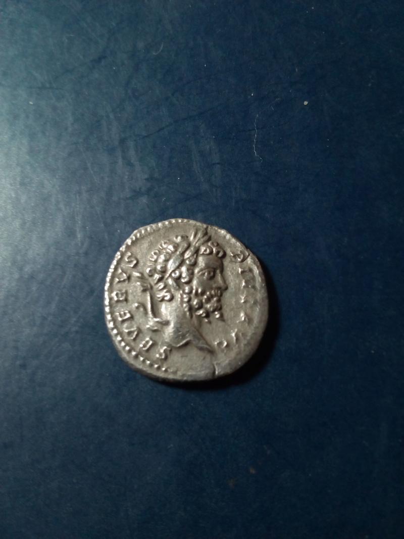 Denario de Septimio Severo. FVNDATOR PACIS. Septimio estante Img_2182