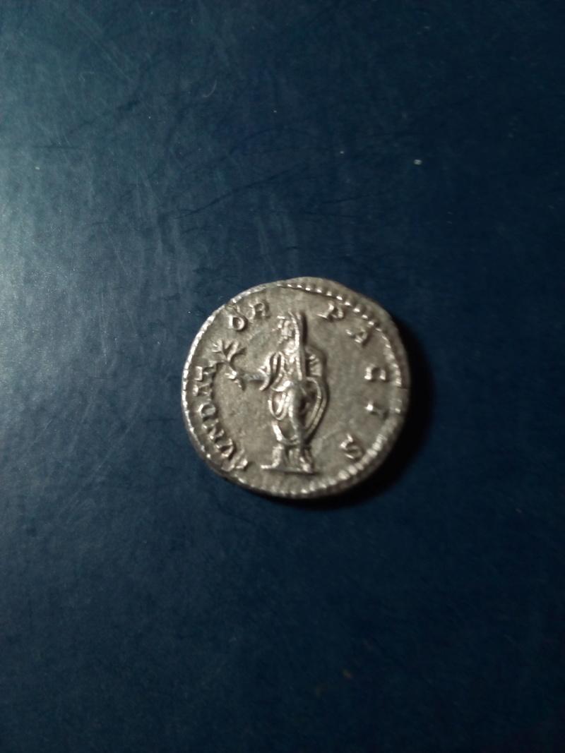 Denario de Septimio Severo. FVNDATOR PACIS. Septimio estante Img_2183