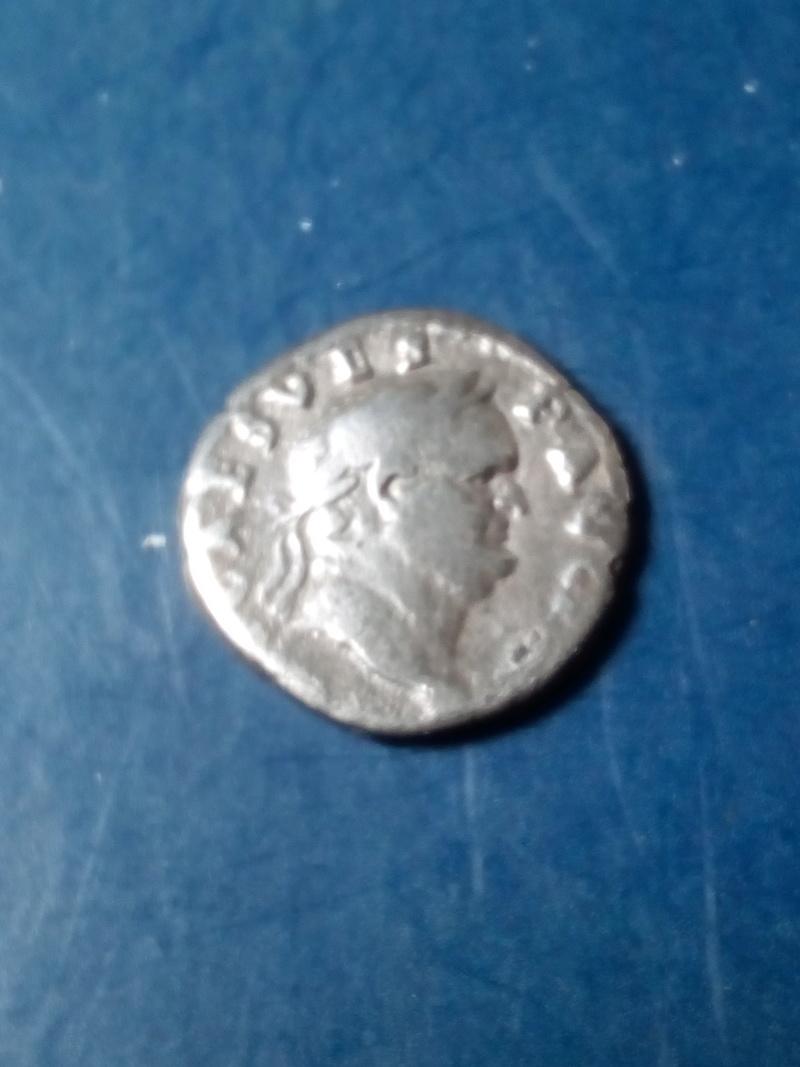 Denario de Vespasiano. AVGVR / TRI POT. Implementos sacerdotales.   Img_2186