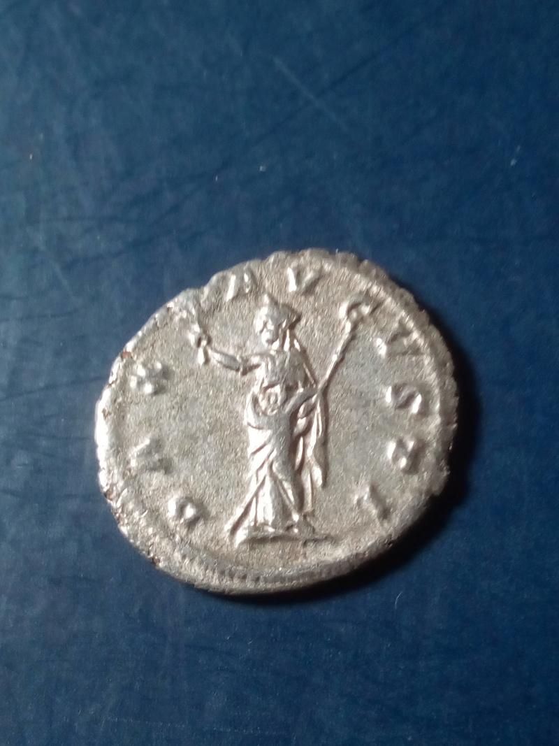 Denario de Maximino I (el gigante tracio). PAX AVGVSTI Img_2199