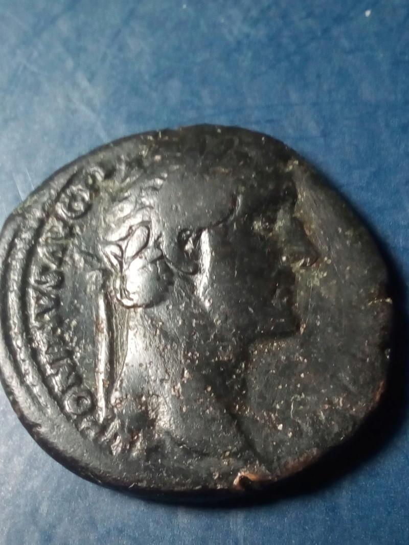As de Antonino Pío. S P Q R OPTIMO PRINCIPI /S C, en una corona de roble. Img_2242