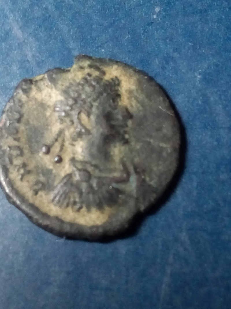 AE4 de Valentiniano II. SALVS REI PVBLICAE Img_2266