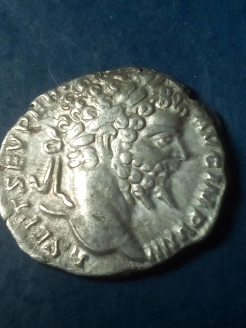 Denario de Septimio Severo. P M TR P V COS II P P. Genio Img_2272