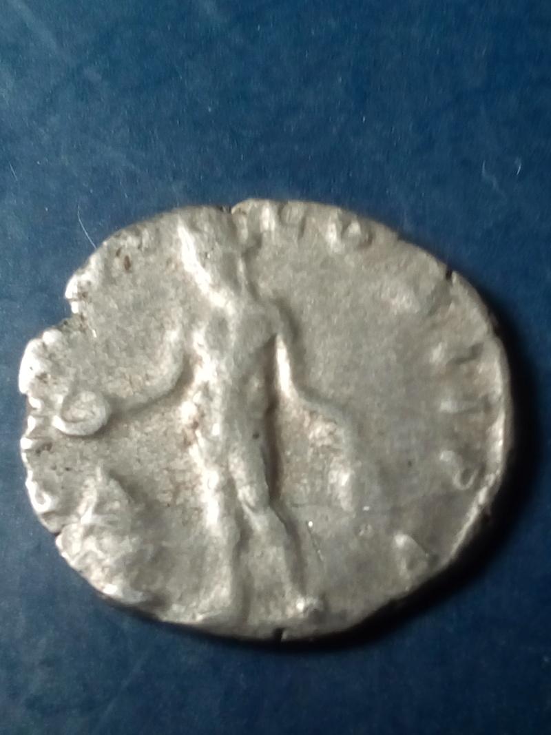 Denario de Septimio Severo. P M TR P V COS II P P. Genio Img_2273