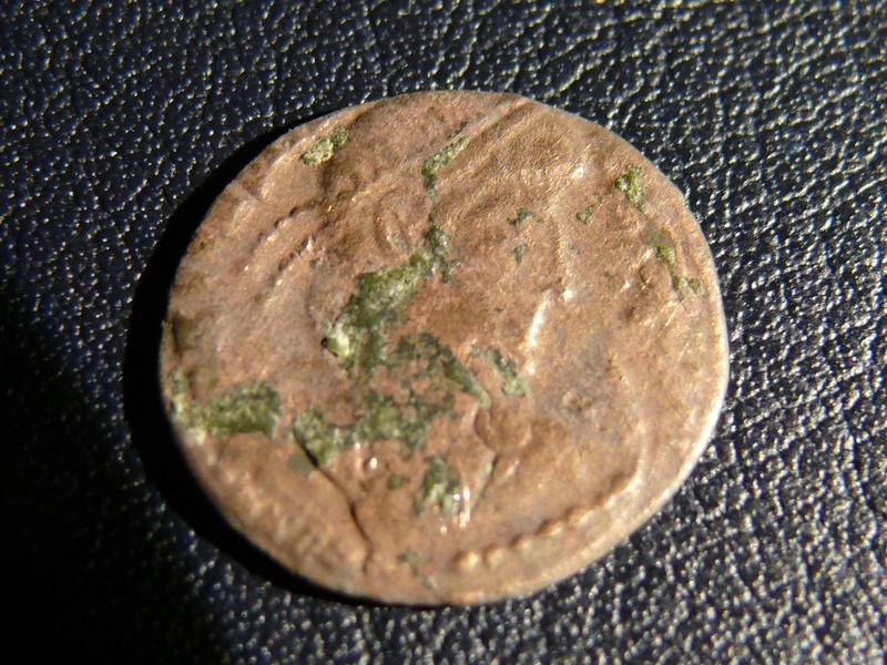 AE4 de Consrtancio II FEL TEMP REPARATIO. Soldado romano alanceando a jinete caído. Arles. Acuñado sobre otra tipo GLORIA EXERCITVS. Anvers11