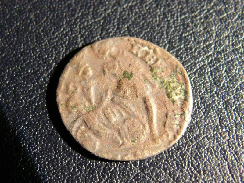 AE4 de Consrtancio II FEL TEMP REPARATIO. Soldado romano alanceando a jinete caído. Arles. Acuñado sobre otra tipo GLORIA EXERCITVS. Revers12