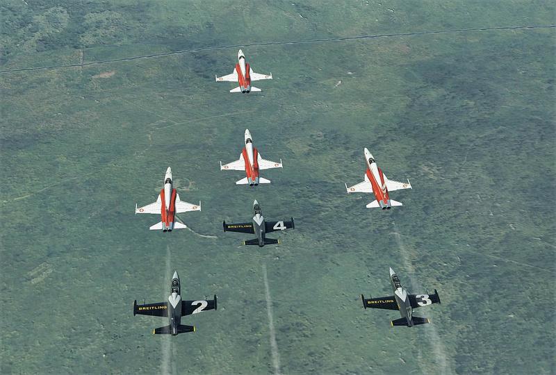 Vol avec la Patrouille suisse F5-l3911