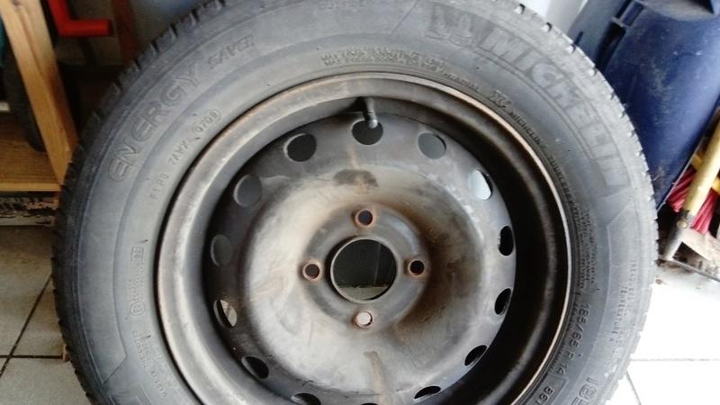[VDS] 4 roues tole avec pneu michelin Dsc_0014