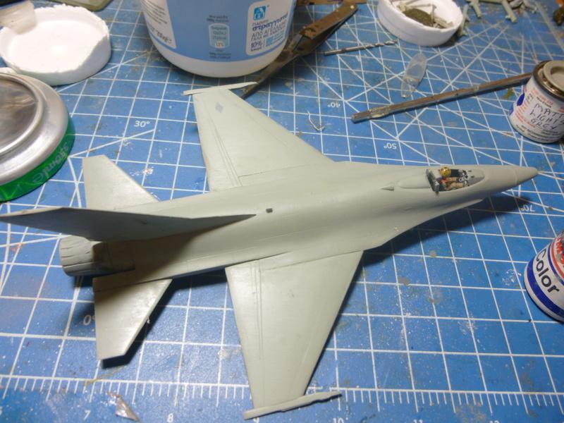 f-16A(yf-16A) 1/72 academy  P1020416