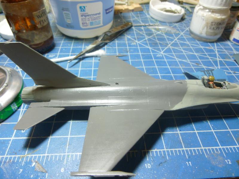 f-16A(yf-16A) 1/72 academy  P1020417