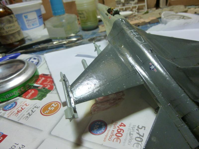 f-16A(yf-16A) 1/72 academy  P1020418