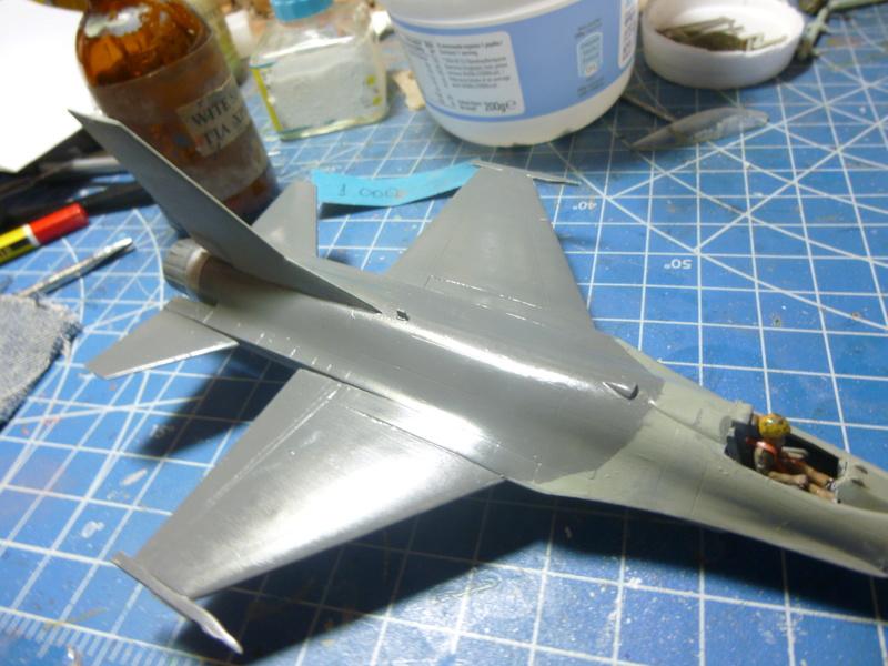 f-16A(yf-16A) 1/72 academy  P1020420
