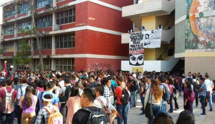 Gonzalina empecinada en que encarcelen a estudiantes que la adversan Meu10