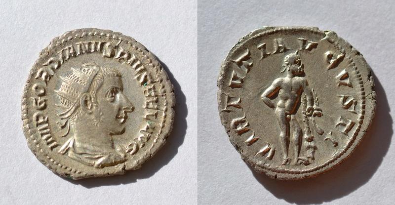 Antoniniano de Gordiano III. VIRTVTI AVGVSTI. Hércules estante a dcha. Ceca Roma. 73_gor10