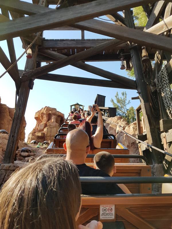 TR DISNEYLAND Anaheim / Yellowstone / Universal 07/17 20170793