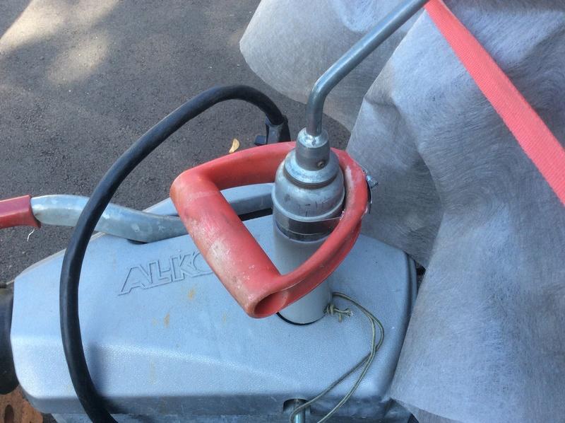 Poignée et tube de sécurité sur le jack Ceb13b10
