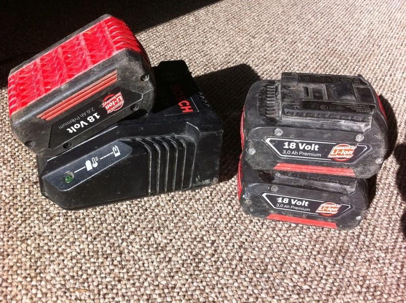 [VENDU] 3 batteries + chargeur Bosch Bleu Img_0146
