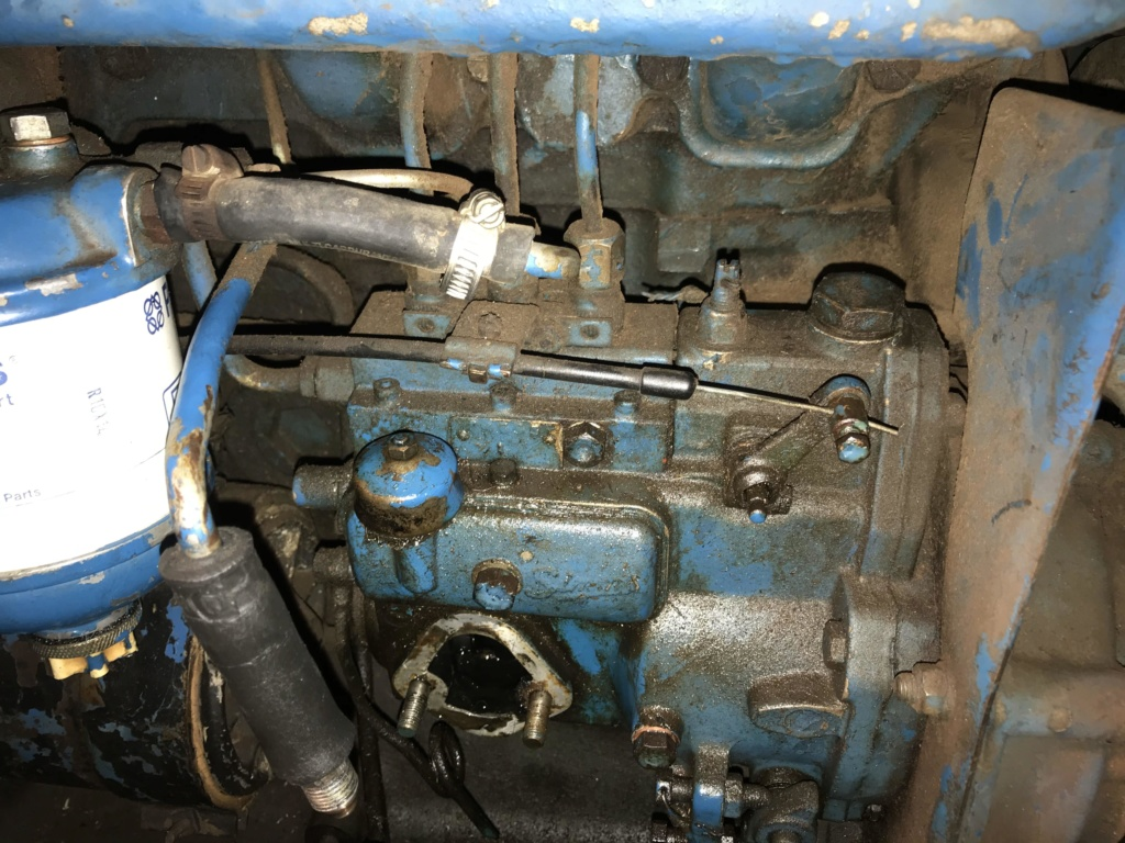 Ford 3000 s'étouffe et ne tire plus en effort Img_1311