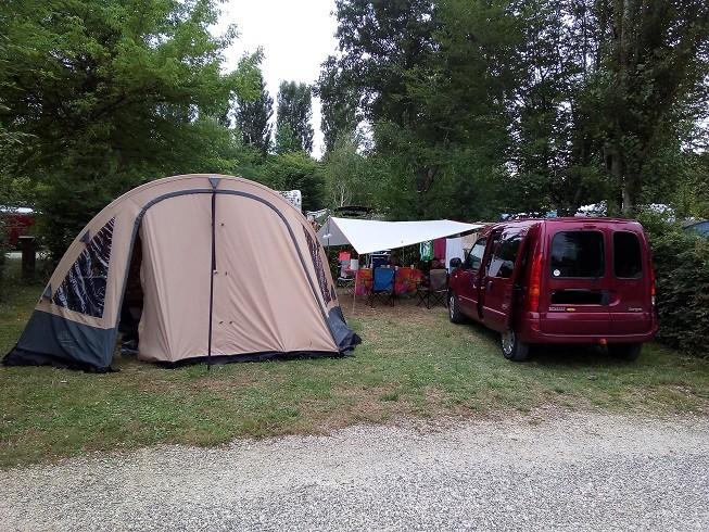 Camping du lac à GROLEJAC ( bon camping familial) Emplac10