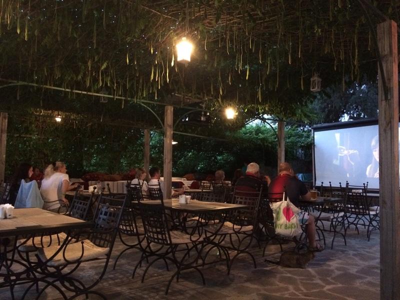 Это вид с веранды ресторана. Большой бассейн для взрослых, маленький (ближний) для мелкотни. Img_0412