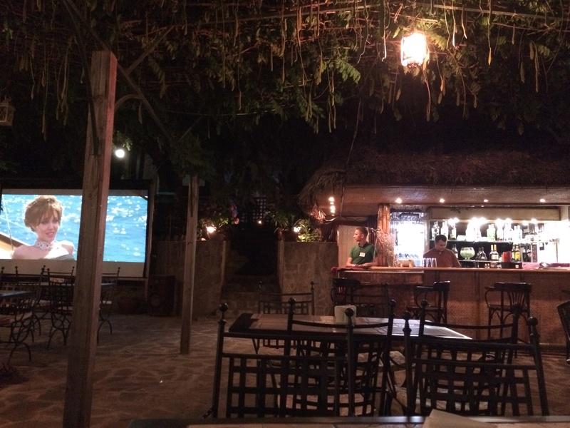 Это вид с веранды ресторана. Большой бассейн для взрослых, маленький (ближний) для мелкотни. Img_0515