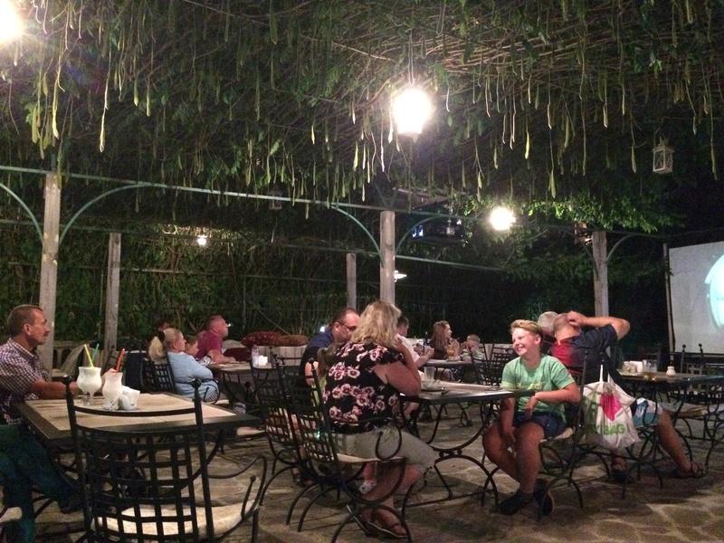 Это вид с веранды ресторана. Большой бассейн для взрослых, маленький (ближний) для мелкотни. Img_0516