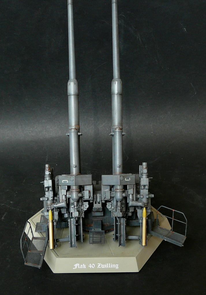 Takom 1\35 12,8 cm Flak-Zwilling 40 P1080014