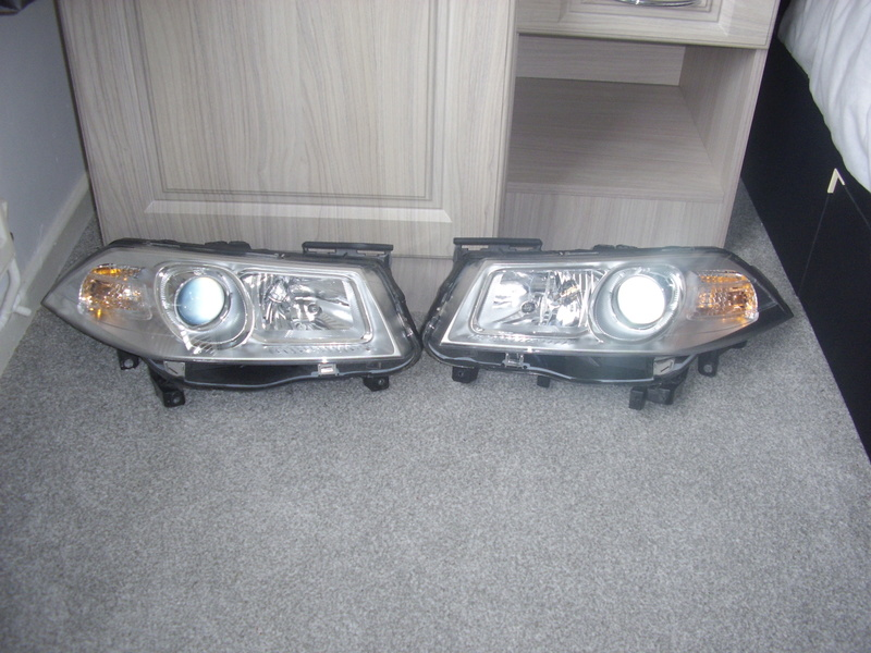 FOR SALE RENAULT MEGANE HEADLIGHTS Sta40010