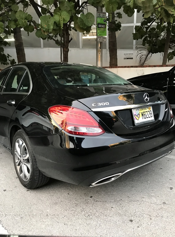 Mercedes C300 Sport com 245 cv chega por R$ 241.900 Img_3213
