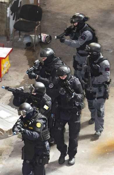 LOADOUT: Police,FBI... 8a6e7a10