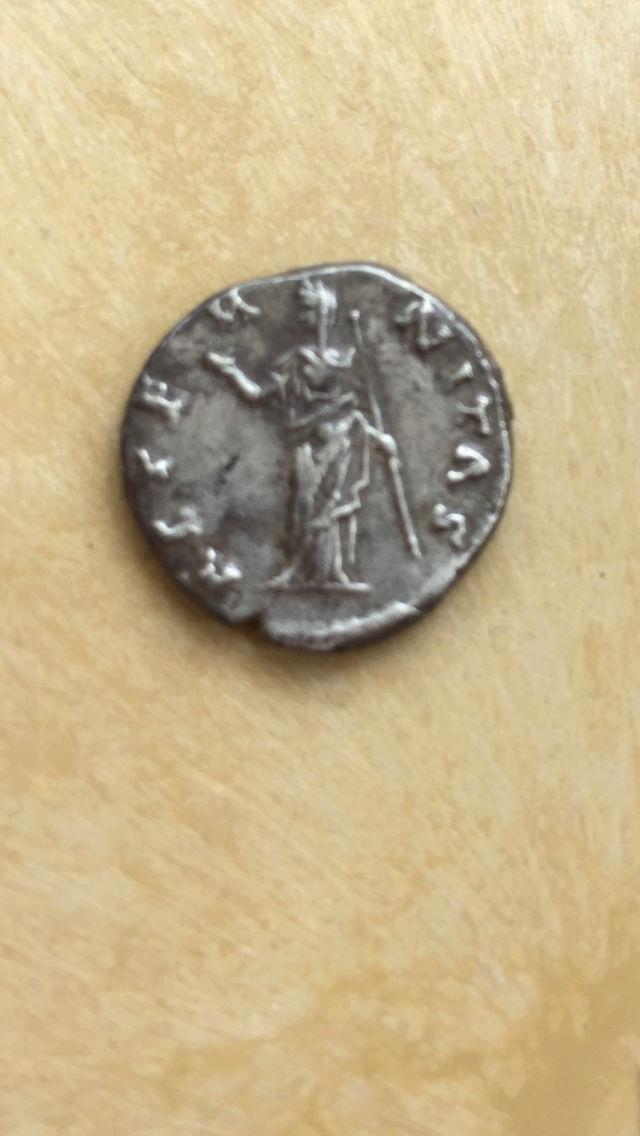 Denario de Faustina I. AETERNITAS. Juno de pie a izq. Ceca Roma. Img_2115