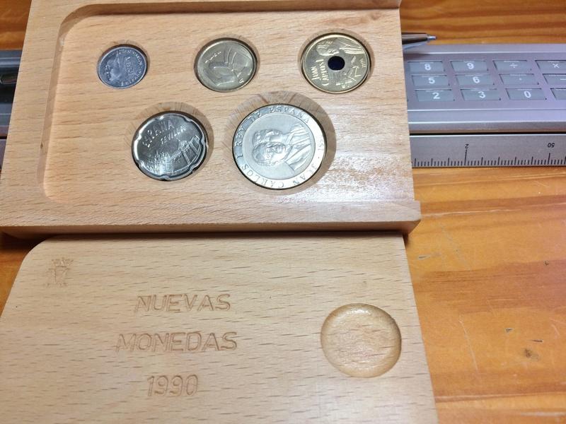 estuche de madera-nuevo sistema monetario 2017-011