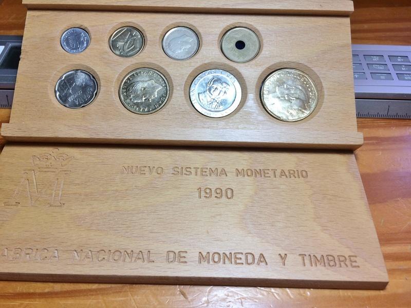 estuche de madera-nuevo sistema monetario 2017-012